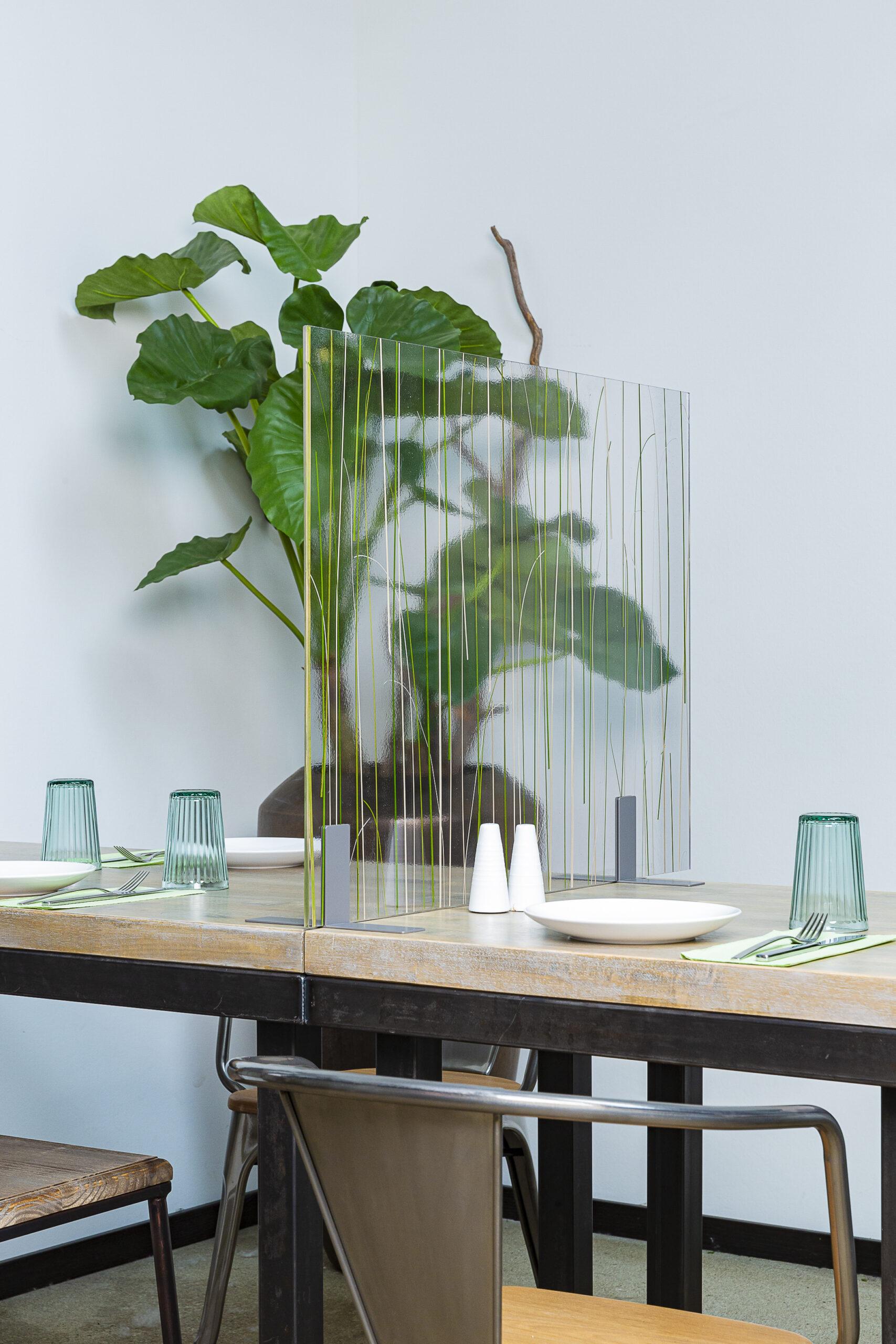 Tischtrenner, Arcylglas, Trenner schmal, Acrylglas mit Gras